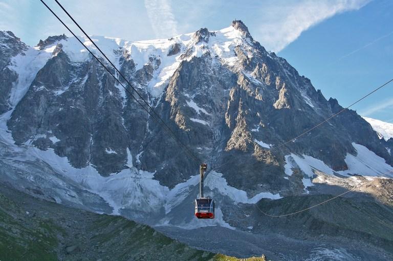 Aiguille-du-Midi-cable-car-photo-199countries-2.jpg