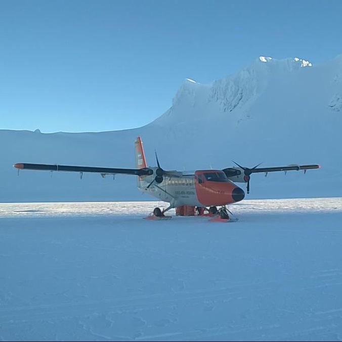 El Marino Rescatado en la Antártica Se Había Quebrado PracticandoSnowboard